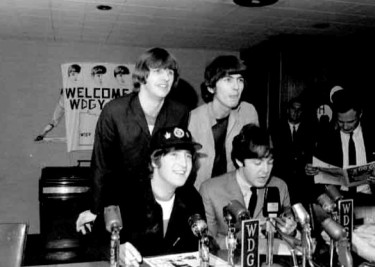 Beatles_press_conference_1965