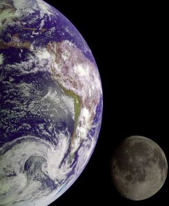 490px-Earth_and_Moon