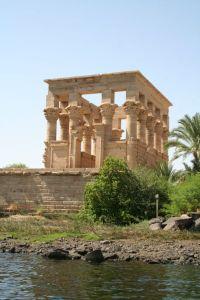400px-S_F-E-CAMERON_2006-10-EGYPT-PHILAE-0130
