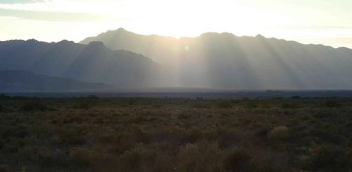 800px-View_of_a_sunrise_over_mountains_in_the_ash_meadows_wildlife_refuge