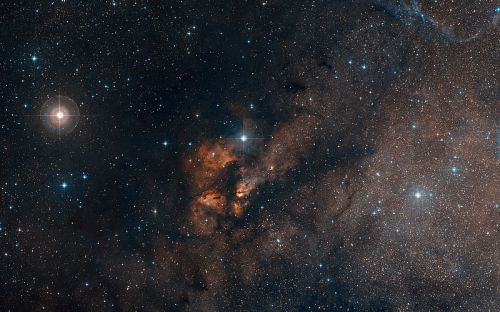 800px-DSS_Image_Around_the_Stellar_Cluster_RCW_38