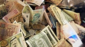800px-Forex_Money_for_Exchange_in_Currency_Bank