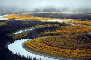 800px-Beautiful_river_landscape_in_the_fall