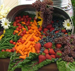 1024px-Cornucopia_of_fruit_and_vegetables_wedding_banquet_(cropped)
